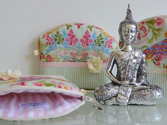 Und hier ein Blogartikel über die Lotusblume als Vorbild für uns