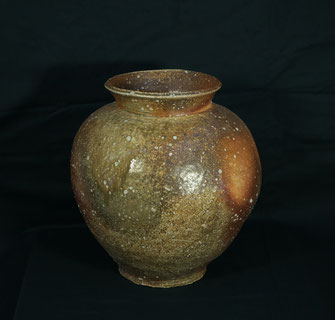 信楽壺(径37cmx高さ45cm)