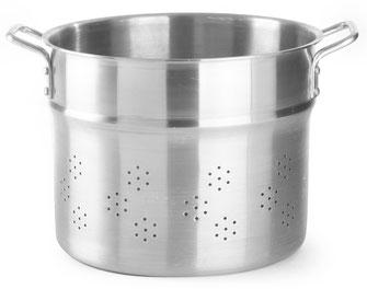 Gelochter Einsatz aus Aluminium für Kochtöpfe. Ideal zum Dämpfen von Reis über einer Feuerstelle.