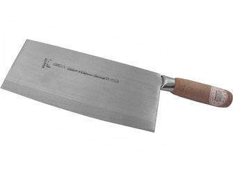 Traditionell kochen mit den Kochmessern aus Hongkong mit Holzgriff. Characteristisch ist die große und zugleich leichte rechteckige Klinge.