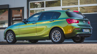Autofolierung BMW 1er in Avery Dennison Supreme Wrapping Film Color Flow Fresh Spring Gloss
