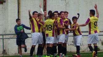 ALEX DESATA LA ALEGRIA AL LOGRAR EL 2-0 EN LA ÚLTIMA JUGADA DEL ENCUENTRO.