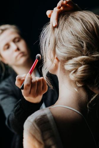 Hairandmakeup by Lisa Mählmann - Brautstyling und Abiballstyling in Hamburg