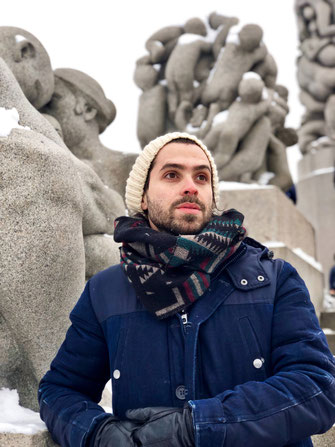 Rafael in front of statues in Vigeland Park
