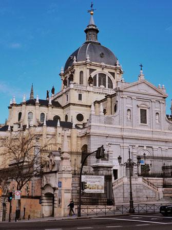 Parroquia Santa María la Real de la Almudena