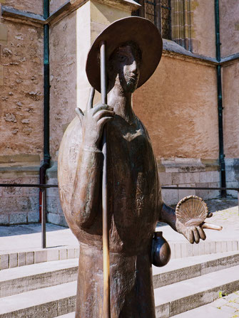 Statue of a pilgrim on the way to Santiago de Compostela