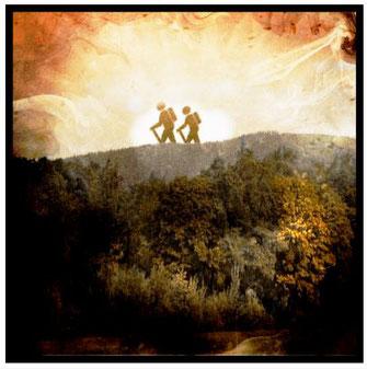 Dieses Bild zeigt zwei Wanderer, die in der Natur einen Rückzugsort gefunden haben.