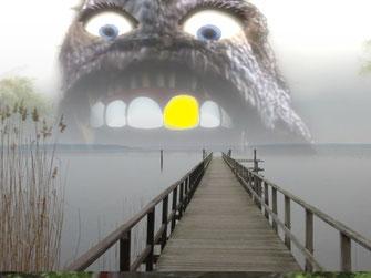 Ein See. Eine Seebrücke. Ein Saurierkopf taucht aus dem Wasser auf. Das Thema lautet: Jurassic - die Namensherkunft.