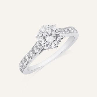 Verlobungsring aus 18-Karat Weissgold mit einem Gia-Zertifizierter Diamanten. 100% Swiss Handmade