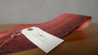 Cuir de saumon rouge teint aux racines de garance