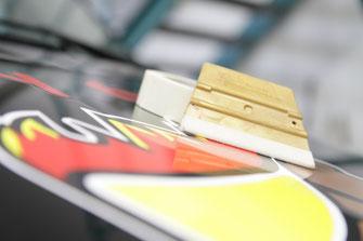Fahrzeug Design, Verklebung, Fahrzeugbeschriftung, Klebefolien im Kundenauftrag