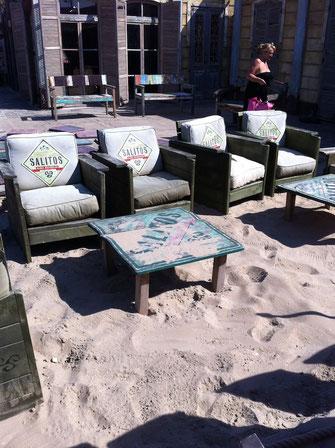 Lounge Sitzgruppe auf einer Gastronomie Terrasse
