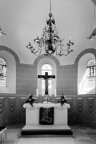 Konfirmation, Gottesdienst, Zeven, Kirche, Altar, Kreuz, Jesus, Gott, Konfirmanden