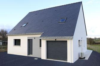 Maison à étage 4 chambres avec enduit gris et blanc charpente traditionnelle et ardoises naturelles bleu