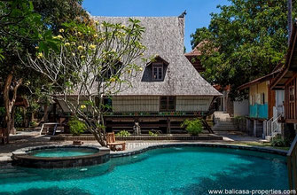 A small resort on offer for sale, located in Canggu consisting out of  traditional Indonesian houses.
