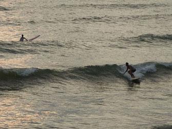 Sunset Surf Time♪ あまり潮が引かなかったですが、十分乗れていました。