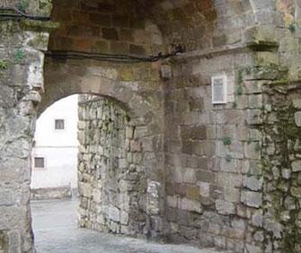 La sombra de la muralla… la Villa de las Siete Puertas