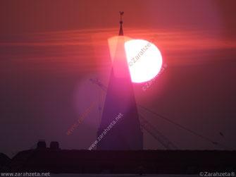 Kirchturm im Morgengrauen