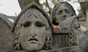 cimetiere-acrotere-monument-funeraire-paris