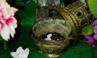 encens-baton-grain-cone-naturel-pur-resine-odeur-agreable