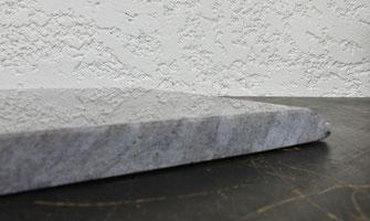 plaque-funeraire-sur-socle-monument-funebre