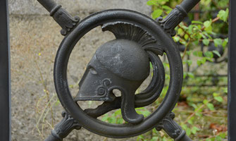 casque-grec-corinthien-hoplite-spartiate-caveau-funeraire-paris