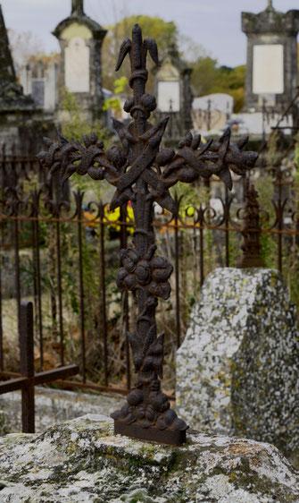 croix-cimetiere-grignan-defunt