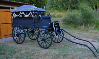 Hippomobile-cercueil-lyonnais-ceremonie
