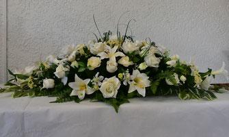 dessus-cercueil-fleurs-artificielles-interieur-exterieur