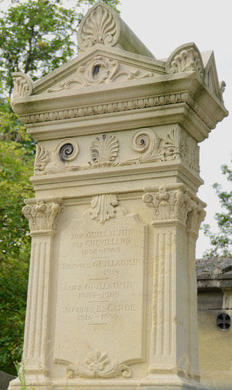monument-funeraire-pierre-colonne-avec-chapiteau