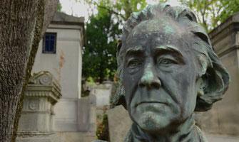 statue-bronze-visage-cimetiere-paris
