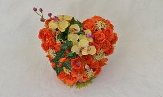 fleurs-artificielles-composition-florale-coeur