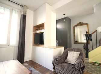 Entrée meuble sur mesure, tassaeaux de bois, rangements, meuble tv, arcg=hitecture d'intérieur