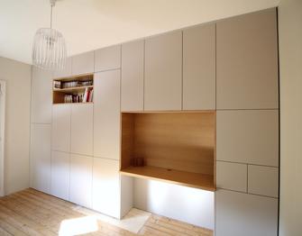 Bibliothèque et meuble rangement sur mesure, bureau intégré, architecture d'intérieur