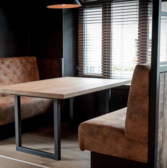 Table réalisée par Woodleather pour La Maison Pal'Ange à Septon