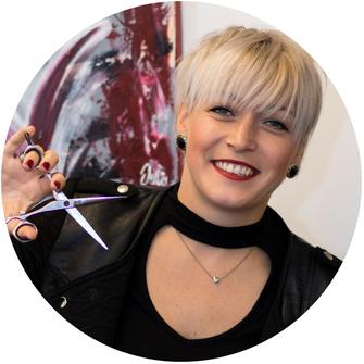 Daniela Puffitsch, Friseurin im Frisuren-Atelier Sandra Ramsbacher in Malta