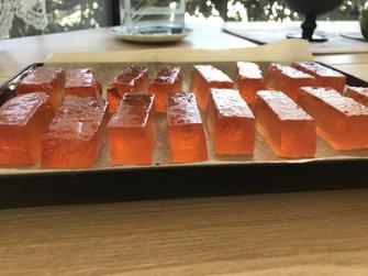 花梨の琥珀糖は作って乾燥5日目です。