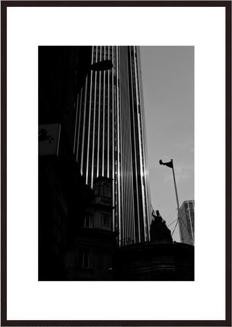 Leica Fine Art Print, Motiv: Light and Shadow, London. Diese Fotokunst ist zu kaufen, limitiert, exklusiv und in Galerie- Qualität