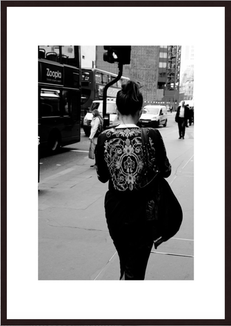 Leica Fine Art Print, Motiv: The Jacket, London. Diese Fotokunst ist zu kaufen, limitiert, exklusiv und in Galerie- Qualität
