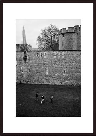 Leica Fine Art Print, Motiv: Schwertkämpfer, London. Diese Fotokunst ist zu kaufen, limitiert, exklusiv und in Galerie- Qualität
