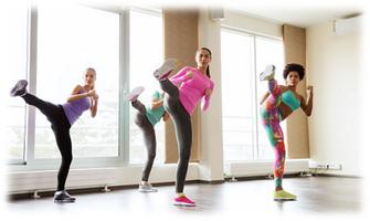 様々な格闘技の動きを取り入れたプログラムです。バランス感覚や瞬発力の向上に効果的。とにかく楽しく、ダイナミックに動くことにより爽快感が得られます。