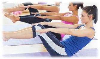 体の内側に意識を集中させ、全身をバランスよく動かしながら、本来あるべき骨格の状態に身体をリセットします。体幹を鍛え、安定感のある機能的な体作りを目指します。
