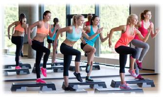 ステップ台を使用して行うプログラムです。多彩で楽しい動きから高い運動量が得られるので、シェイプアップをはじめ下半身を中心に太もも-ヒップなどに刺激を与え筋力をupします。