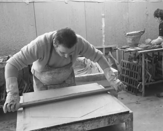Die Handwerkskunst ist bei Galerie Terràmica von großer Bedeutung - Sie produzieren mit kleinen Manufakturen in Italien, Frankreich, Spanien und Marokko zusammen.