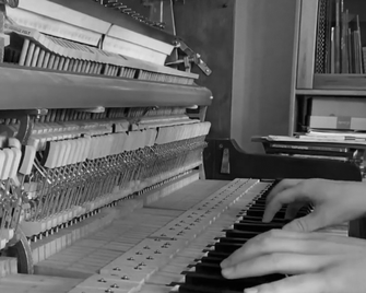 Klaviermusik verzaubert nicht nur den Pianostore sondern auch uns ganz besonders und lässt uns im Alltag kurz träumen.