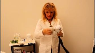 Metodo Epilvip epilazione laser, applicazione pellicola sul manipolo
