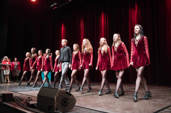Tänzerinnen der O'Kelly Irish Dance Academy im Studio in Weiz
