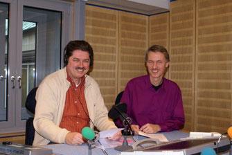 Hörfunkautor Winfried Gburek und Andreas Brauns als Aufnahmeleiter, Katholisches Rundfunkreferat für den NDR, im Aufnahmestudio des NDR, in Hannover..
