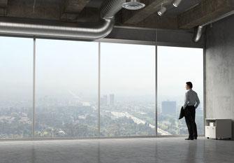 «Freier Blick vom Wohnzimmer» - Solche Werbeaussagen sollte ein Bauträger einhalten. Foto: Fotolia.com