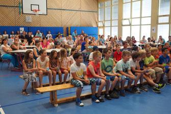 Zum ersten Mal in der neuen Schule...